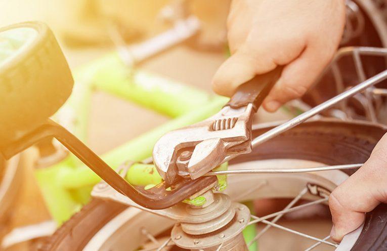 Otroško kolo s pomožnimi koleščki