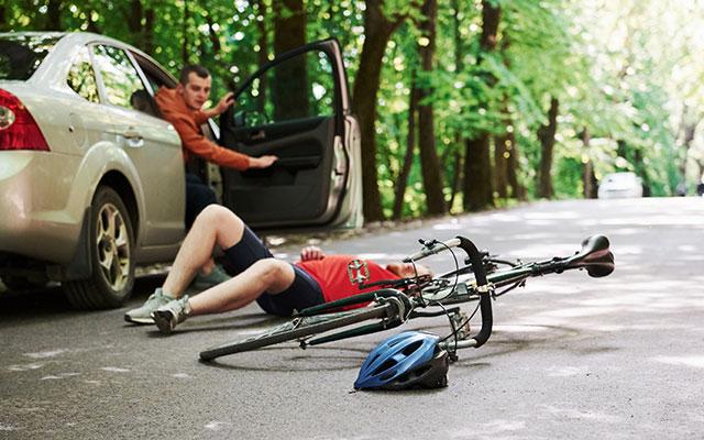 Nesreča med kolesarjenjem